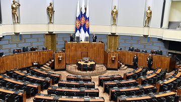 LK 090221 eduskunta valtiopäivät avajaiset niinistö vehviläinen