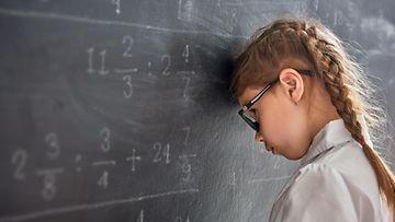 Shutterstock matematiikka tyttö koulu