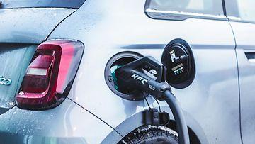 shutterstock sähköauto lataus lataaminen fiat 500