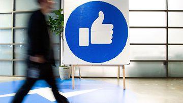 LK 250221 Facebook toimisto peukku