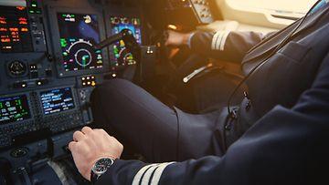 shutterstock lentokoneen ohjaamo