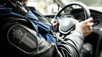 lk 04032021 poliisi poliisiauto 52402576