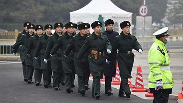 LK 5.3.2021 Kiina sotilaat marssivat