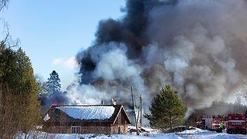 Navettapalo Pyhtäällä aiheutti isot taloudelliset vahingot.
