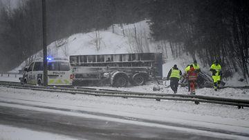 LK Hämeenlinnanväylällä paha onnettomuus 090321 ID: 61935040