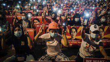 LK 15.3.2021 Myanmar mielenosoitus Aung San Suu Kyi