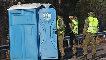 AOP Korona armeija puolustusvoimat bajamaja vessa wc varusmies