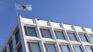 """LK 17.3.2021 Alvar Aallon """"Sokeripala"""" Helsingissä. Metsäyhtiö Stora Enson lippu liehuu yhtiön pääkonttorin katolla Helsingissä 29. lokakuuta 2019."""