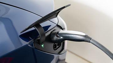 shutterstock sähköauto tesla lataus lataaminen