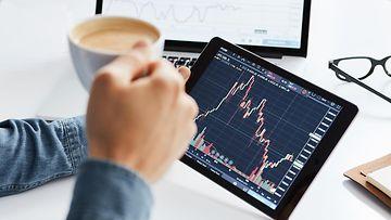 shutterstock sijoittaminen osakkeet säästäminen talous pörssi pörssikurssit
