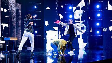 talent_suomi_s2_eps8_009_unathletic_monkeys_kuvaaja_saku_tiainen