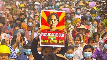 LK Aung San Suu Kyi mielenosoitus