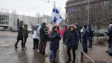koronarajoitusten vastainen mielenosoitus Helsingissä 10.04.2021
