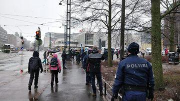 OMA mielenosoitus Helsingissä huhtikuu 1