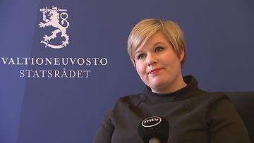OMA: Annika Saarikko, Valtioneuvoston linnassa 8.4.2021
