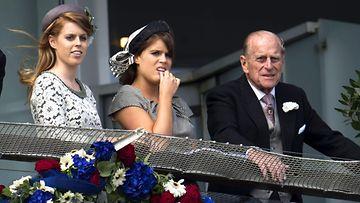 AOP Beatrice, Eugenie, Philip (1)