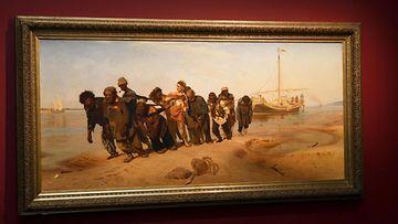 Volgan lautturit -teos Venäläisen taidemaalarin Ilja Repinin näyttelyssä Ateneumin taidemuseossa Helsingissä 23. maaliskuuta 2021.