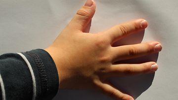 shutterstock 5-vuotias poika käsi