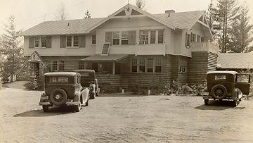 Tässä on Little Bohemian Lodge. Paikka, jossa kaikki tapahtui