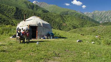 AOP Kyrgyzstan, perhe, Keski-Aasia