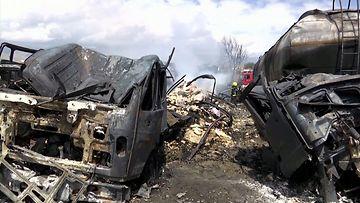 030521-verkkokuva-Bensiinisäiliöautot räjähtivät ilmiliekkeihin Kabulissa – videolla surullinen näky valtavista tuhoista