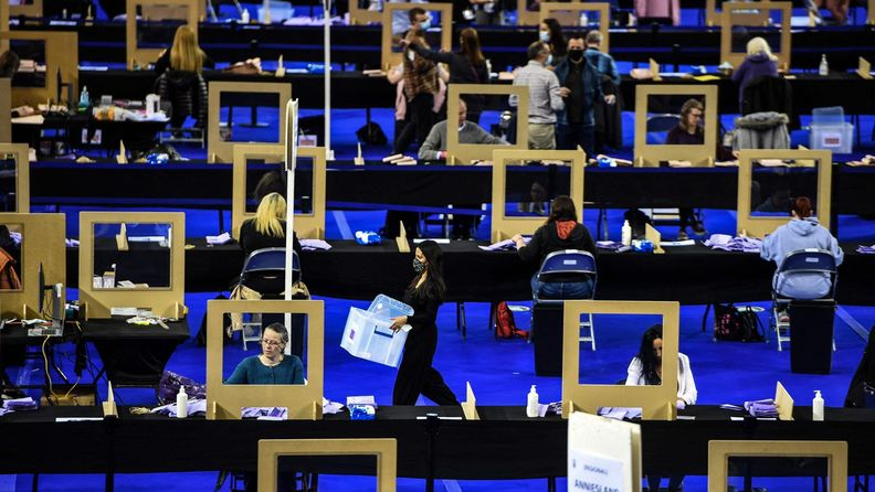 Skotlannin alueparlamenttivaalien ääniä lasketaan Emirates -areenalla 7. toukokuuta.
