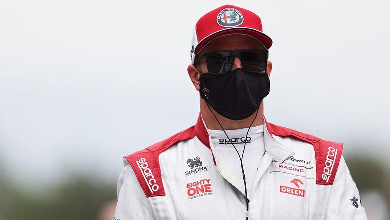Kimi Räikkönen kuvattuna Espanjan GP:n varikolla