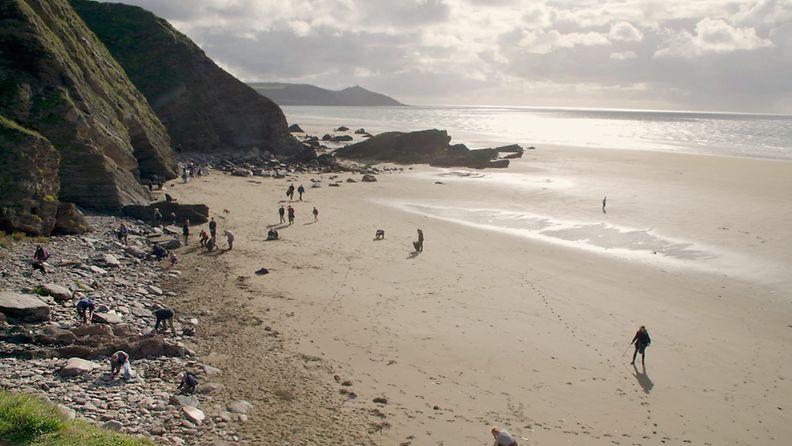 Meren tuomat -elokuva, Cornwallin ranta