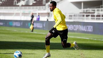 KuPSin Usman Sale Hassan pallossa Suomen cupin finaalissa