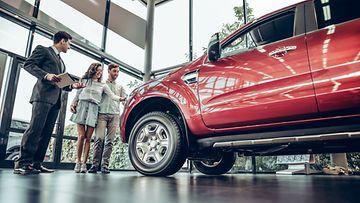 shutterstock autokauppa autoliike