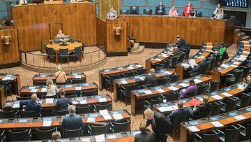 Eduskunnan istuntosalissa käynnissä täysistunto.