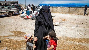 Lapsia ja äiti al-Holin leirillä Syyriassa.