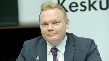 LK Antti Kurvinen, keskusta