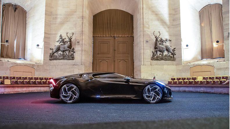 bugatti la voiture noire (1)