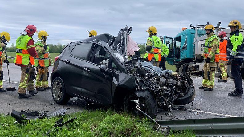Rekka ja henkilöauto törmäsivät Limingassa maanantaina 31.5.2021