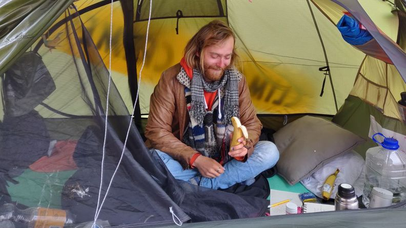 elokapina aktivisti elijah saulio teltassa