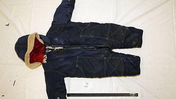 Hukkuneen kurdilapsi Artinin vaatteet.
