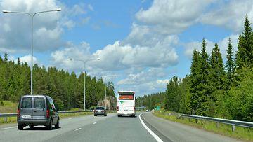 shutterstock liikenne moottoritie suomi