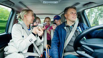 liikenneturva kuljettaja keskittyminen roadtrip perhe