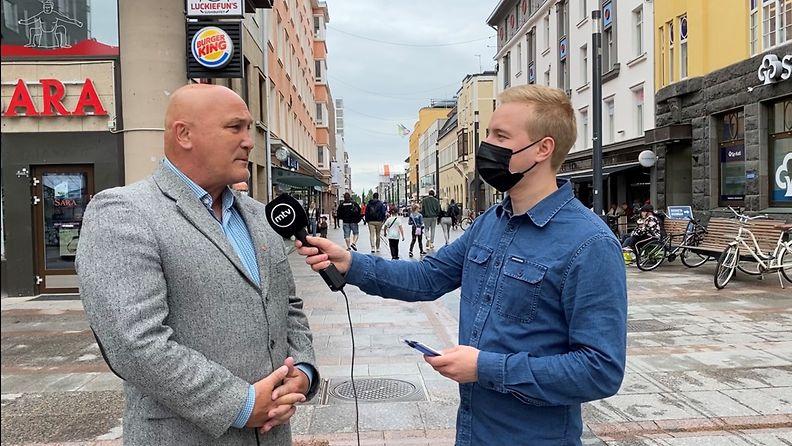 OMA: Juha Hänninen (kok.), Oulu, toimittaja Carlos Sunila