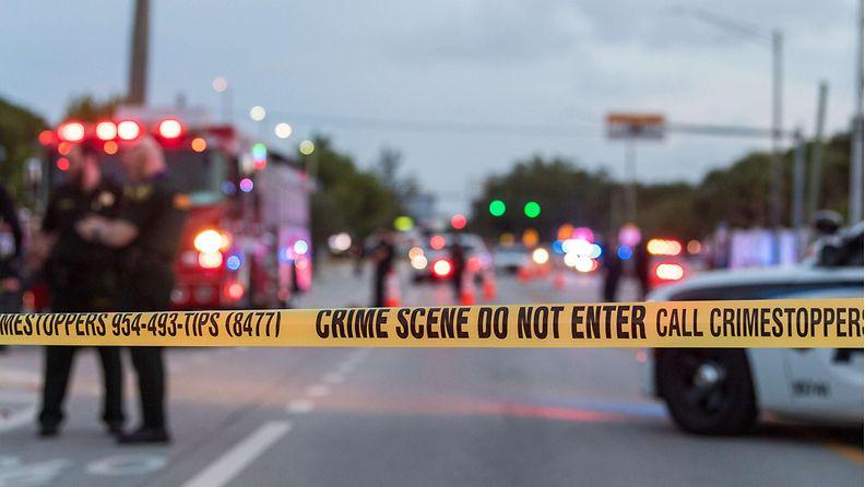 LK 20.06.2021 Lava-auto ajoi Pride-kulkueeseen Floridassa.
