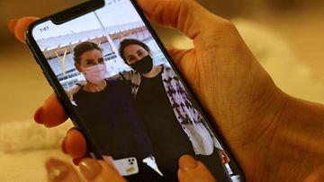 Arabiemiraateista paenneeksi Prinsessa Latifaksi oletettu henkilö (oik.) poseeraa toisen Sioned Taylorin kanssa kesäkuussa julkaistussa Instagram-kuvassa.