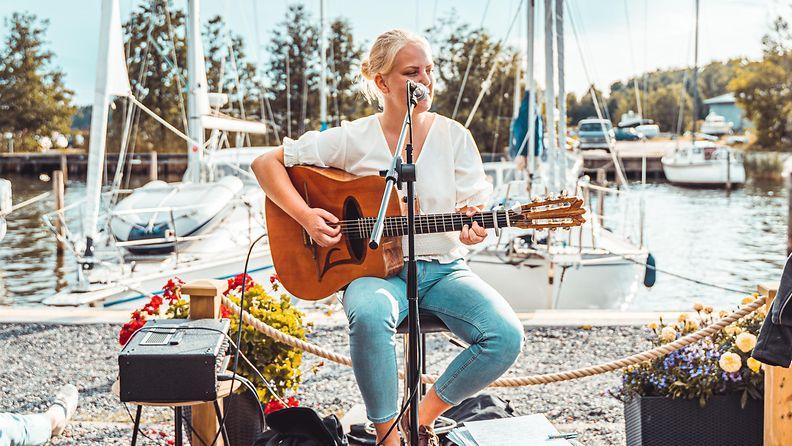 Esikoislevyään valmisteleva Tove Ljungqvist, 23, muutti takaisin Suomeen