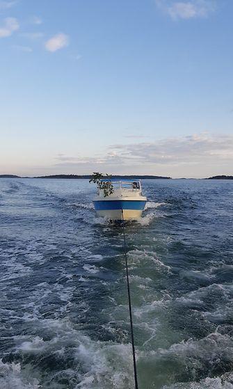 Merivartiosto hinasi moottorivenettä juhannuksena.