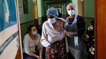 Etelä-Afrikassa annetaan koronavirusrokotetta.
