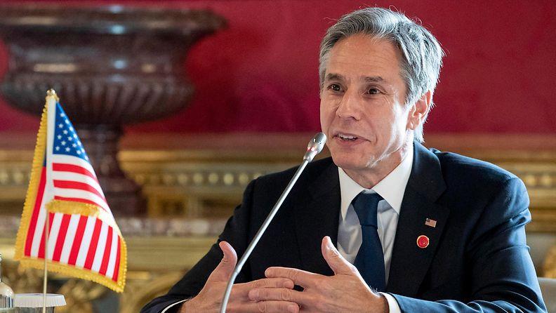 Yhdysvaltain ulkoministeri Antony Blinken puhuu mikrofoniin Roomassa.