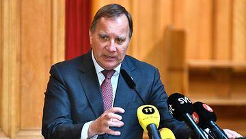 Ruotsin pääministeri Stefan Löfven tiedotustilaisuudessa.
