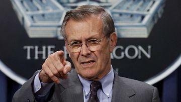 USA:n entinen puolustusministeri Donald Rumsfeld lehdistötilaisuudessa.