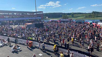 Yleisöä Iskelmä Festivaalilla 3.7.2021