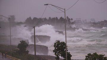 Trooppinen Elsa-myrsky runtelee Karibiaa.